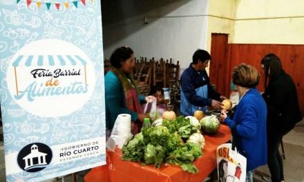Cientos de vecinos visitaron la Feria Barrial de Alimentos