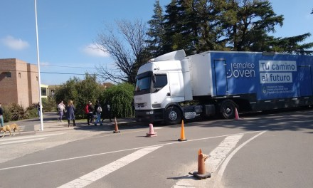 UNRC: Se instaló un camión-oficina del programa Empleo Joven de la Nación