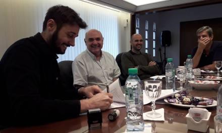 Firma de contrato para la obra de agua en Deheza