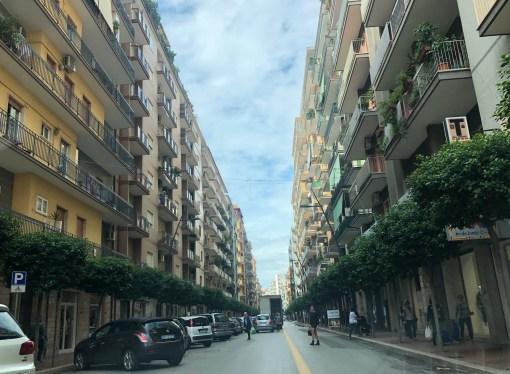 Viale Liguria pedonale, sette band per l'Immacolata