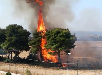 Lama, fiamme all'incrocio con la litoranea