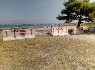 Taranto, barriere di cemento contro gli accampamenti in spiaggia