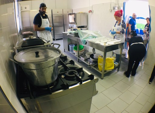 Cucina sociale, ieri i primi piatti di Abfo