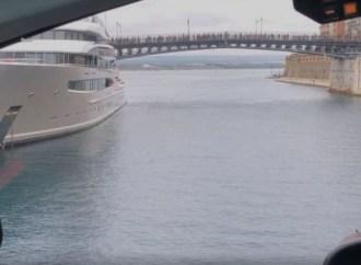Taranto, le riprese dall'elicottero di Six Underground (video)