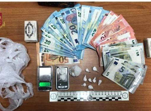 Viaggiava con mezzo kg di droga sull'Intercity Milano-Taranto