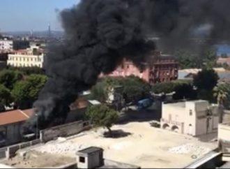 Taranto, bus in fiamme in pieno centro