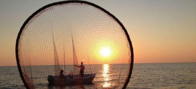 Του άρεσε το ψάρεμα αλλά όταν τον τσίμπησε ένα αγκάθι ψαριού κόντεψε να πεθάνει