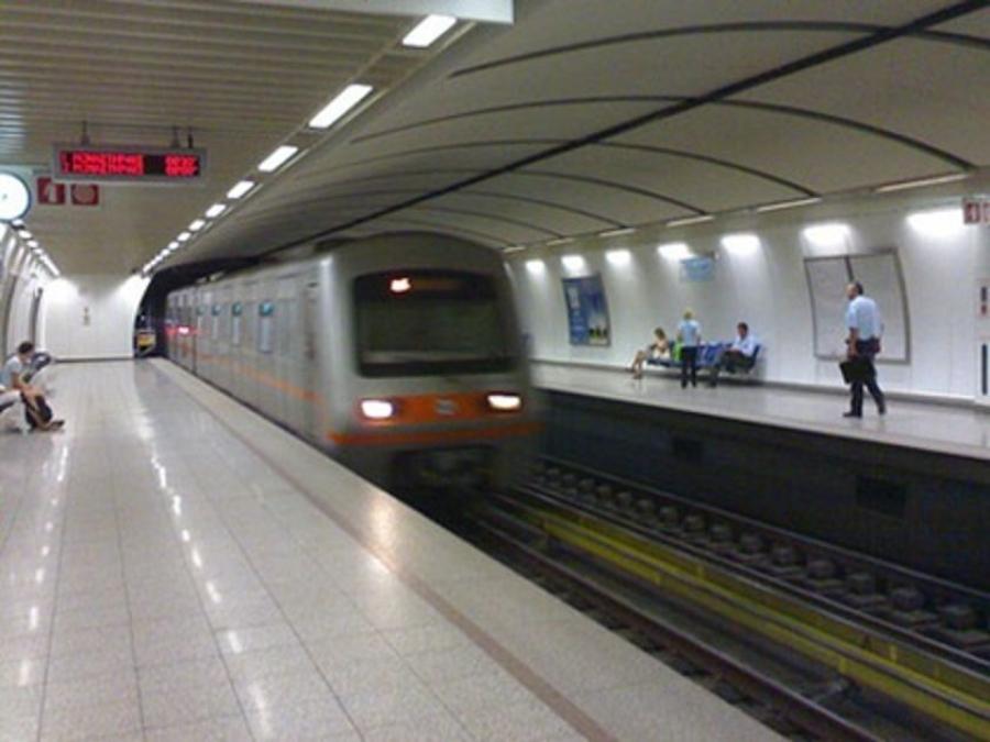 Άνδρας έπεσε στις ράγες του μετρό στον Άγιο Δημητριο