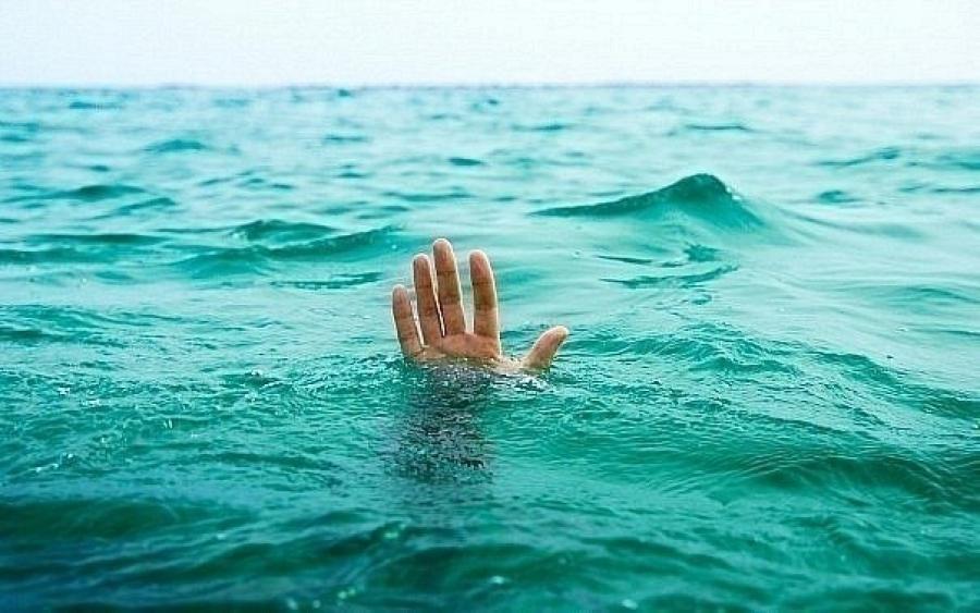 Νεκρός άντρας ανασύρθηκε από τη θάλασσα στα Μεσάγγαλα