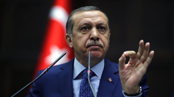 """Ερντογάν: Η Ελλάδα και η Κύπρος συνεχώς κουνούν τη """"δαμόκλειο σπάθη"""" πάνω από το κεφάλι μας"""