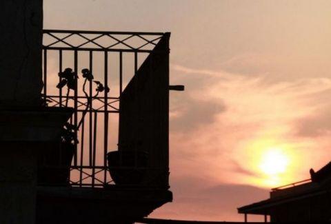 Θανάσιμη πτώση γυναίκας από μπαλκόνι στον Άη Γιάννη