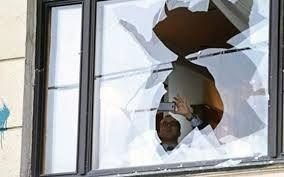 Έσπασαν τα γραφεία του ΚΚΕ στην Αγιά