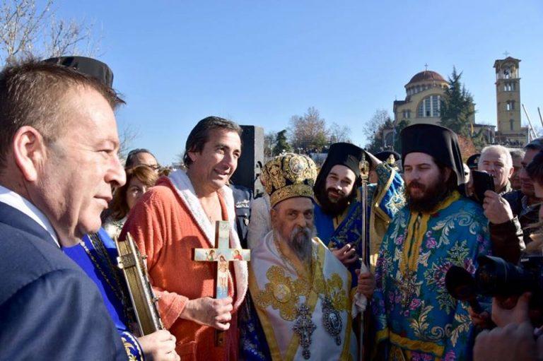 Θεοφάνεια στη Λάρισα: Το Σταυρό έπιασε ο Δημήτρης Κούκος (ΦΩΤΟ)
