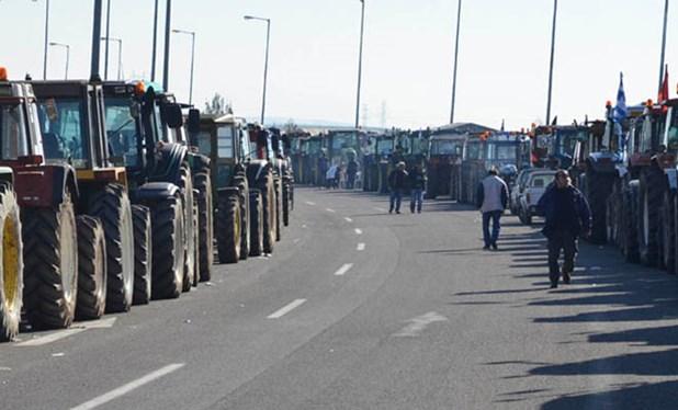 Κλιμακώνουν τις κινητοποιήσεις οι αγρότες - Νέα μπλόκα, κλείνουν τα Τέμπη