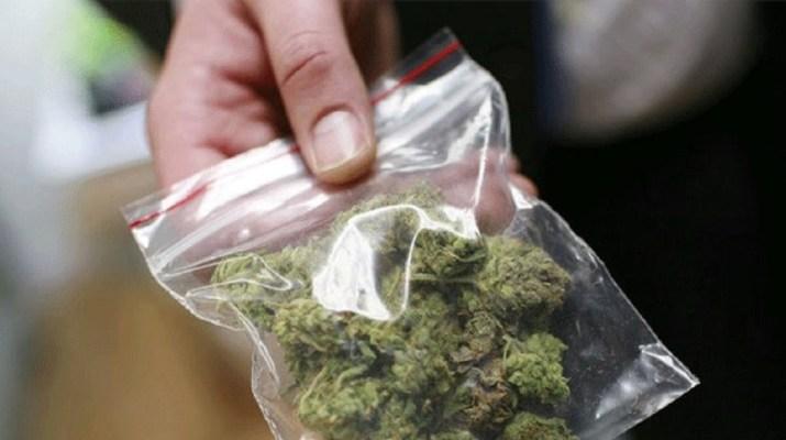 Μόλις είδε τους αστυνομικούς πέταξε τα ναρκωτικά! Συνελήφθη 28χρονος Λαρισαίος
