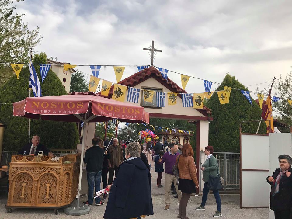 Πλήθος πιστών στον Ι.Ν. Αγίου Ραφαήλ στο Ομορφοχώρι Λάρισας (Φώτο)