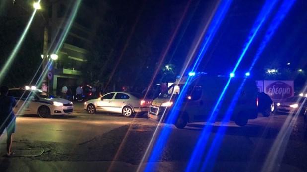 Σε αυλή πολυκατοικίας... προσγειώθηκε αυτοκίνητο στη Λάρισα