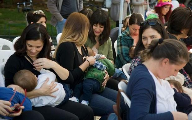 Λαρισαίες μητέρες πήραν μέρος στον δημόσιο θηλασμό