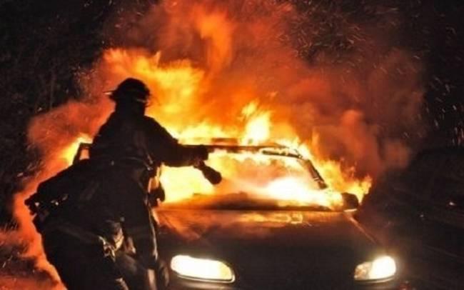 Πυρκαγιά σε 2 αυτοκίνητα
