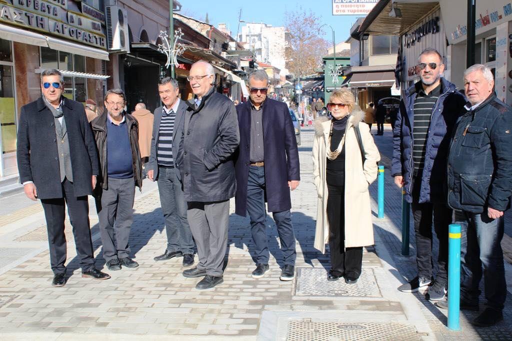 Στην αγορά για ευχές ο Δήμαρχος Λαρισαίων Απόστολος Καλογιάννης (Φώτο)