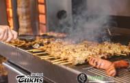 Λάρισα: Μύρισε... Τσικνοπέμπτη στο Fast Food Τάκης