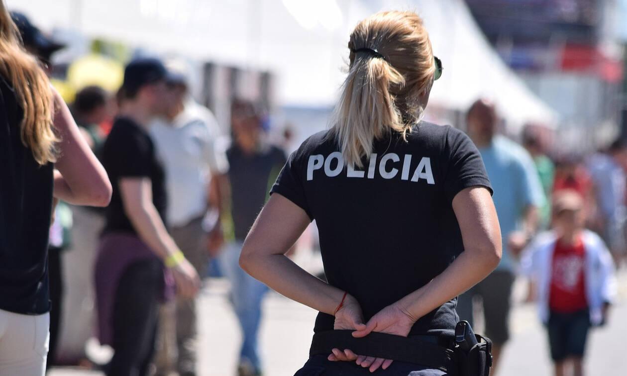 Πολύ τολμηρό: Υποψήφιες αστυνομικίνες από τη Γερμανία σε καυτό στριπτίζ (vid)