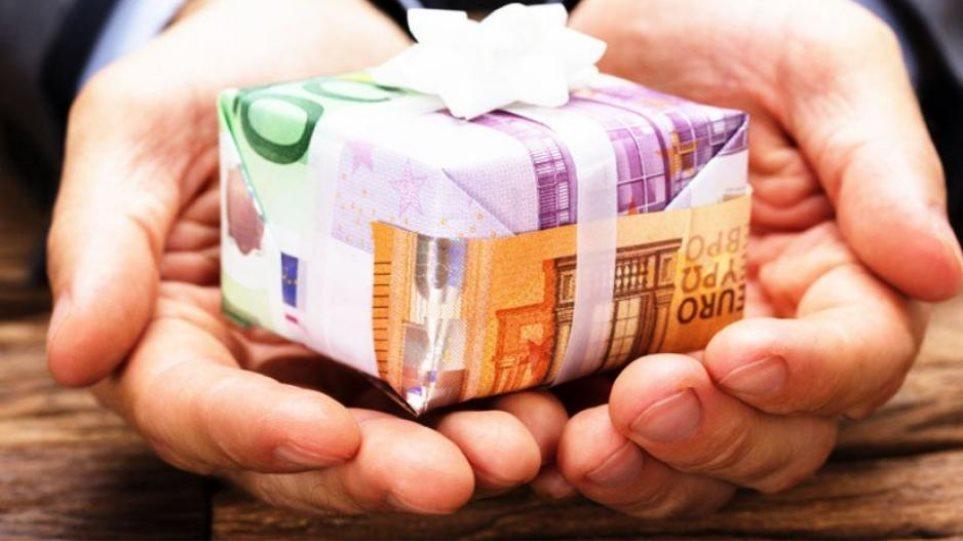 ΟΑΕΔ: Πότε ξεκινά η καταβολή του δώρου Χριστουγέννων και των επιδομάτων
