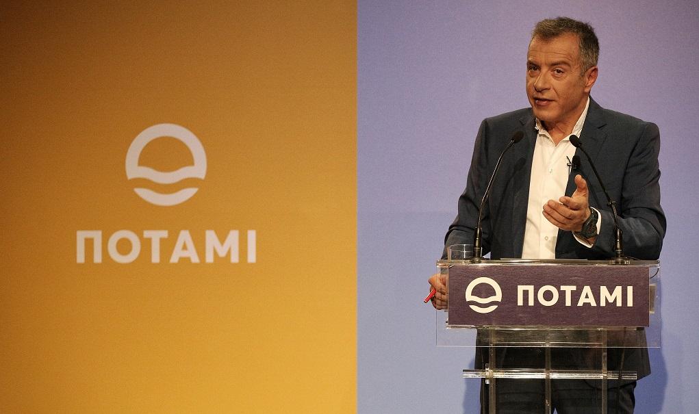 Σ. Θεοδωράκης: Να μιλήσουν οι πολίτες, όχι οι κομματικοί στρατοί