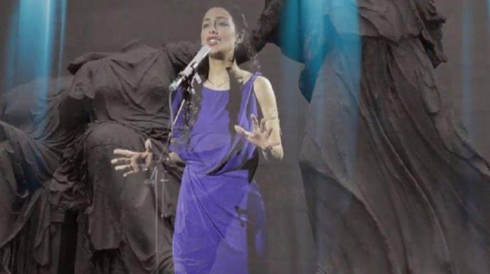 33χρονη από την Ελασσόνα τραγούδησε μέσα στο Βρετανικό Μουσείο για την επιστροφή των Γλυπτών (ΒΙΝΤΕΟ)