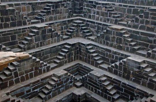 Το πηγάδι με τα 3.500 σκαλοπάτια