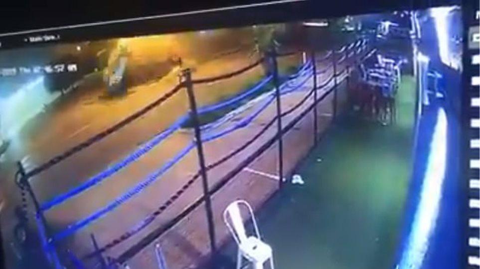 Σοκαριστικό τροχαίο για μποξέρ: «Εκτοξεύτηκε» από τη Ferrari του ενώ αυτό έκανε αρκετές τούμπες ΒΙΝΤΕΟ