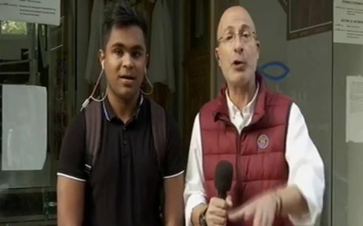 «Τιμή να στέκομαι δίπλα στην ελληνική σημαία» λέει ο 17χρονος παραστάτης από το Μπαγκλαντές