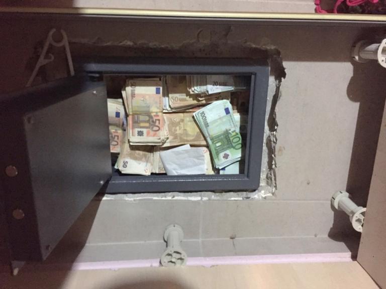 Έπιασαν τους ληστές που μπήκαν με ρόπαλα σε ξενοδοχείο και βούτηξαν δύο χρηματοκιβώτια!