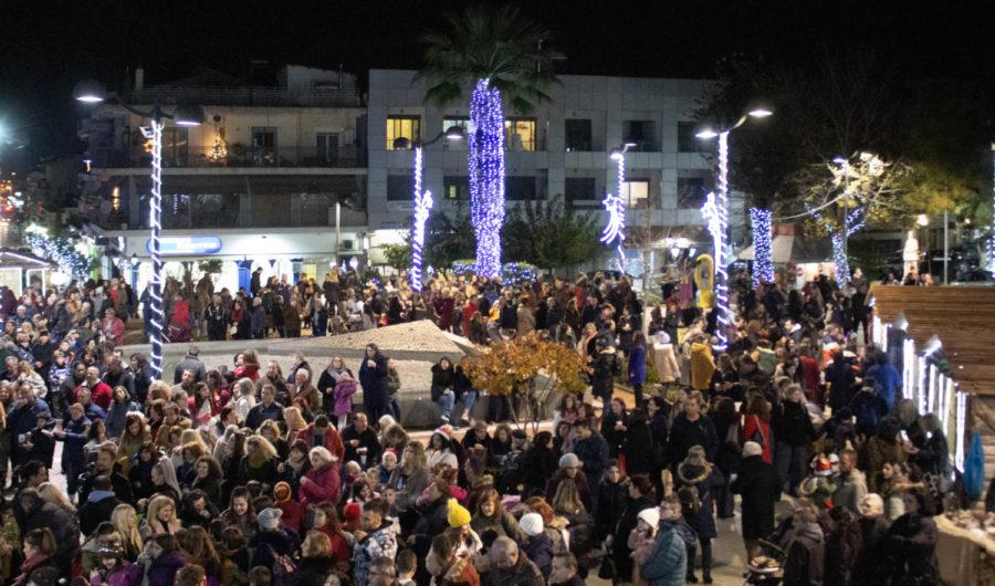 Χριστουγεννιάτικα κάδρα στην πλατεία Δημαρχείου