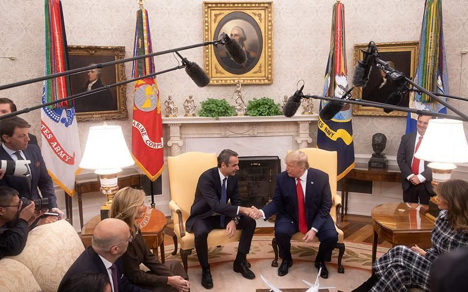Επικριτικά σχόλια της αντιπολίτευσης για τη συνάντηση Τραμπ-Μητσοτάκη