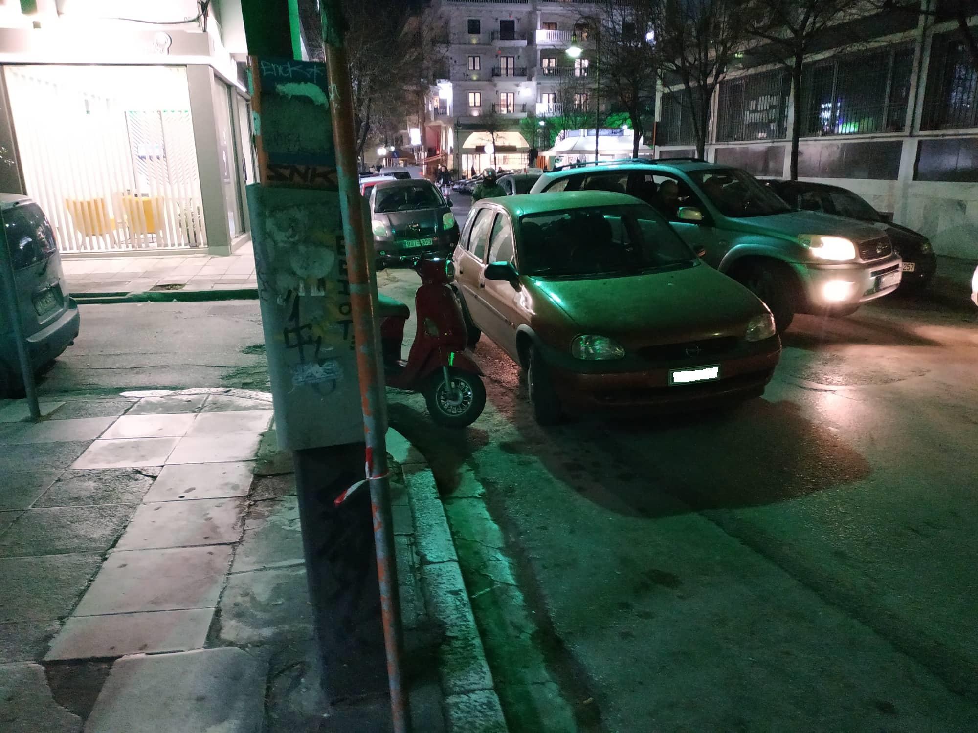 Εκεί βόλεψε, εκεί το άφησε… – Παρκάρισμα για όσκαρ δίπλα από την Περιφέρεια Θεσσαλίας (ΦΩΤΟ)