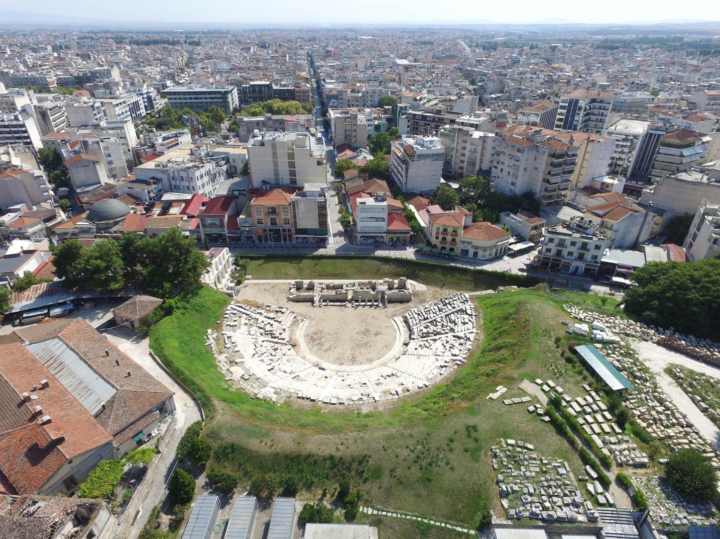 Αρχαίο Θέατρο Λάρισας: «Μπούσουλας» η πρώτη κατεδάφιση