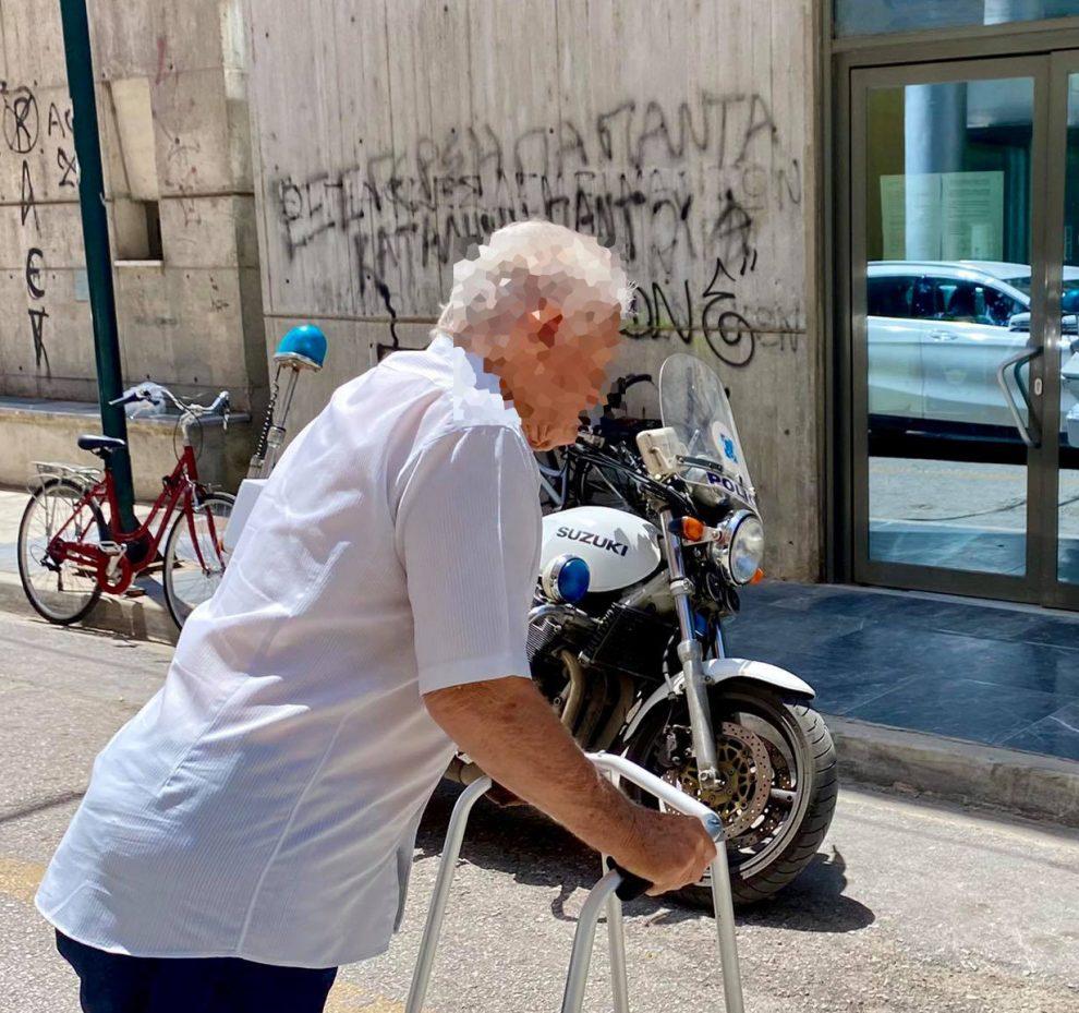 """91χρονος μήνυσε πρώην τραπεζικό υπάλληλο των Τρικάλων ότι του """"υπεξαίρεσε 500.000 €"""""""