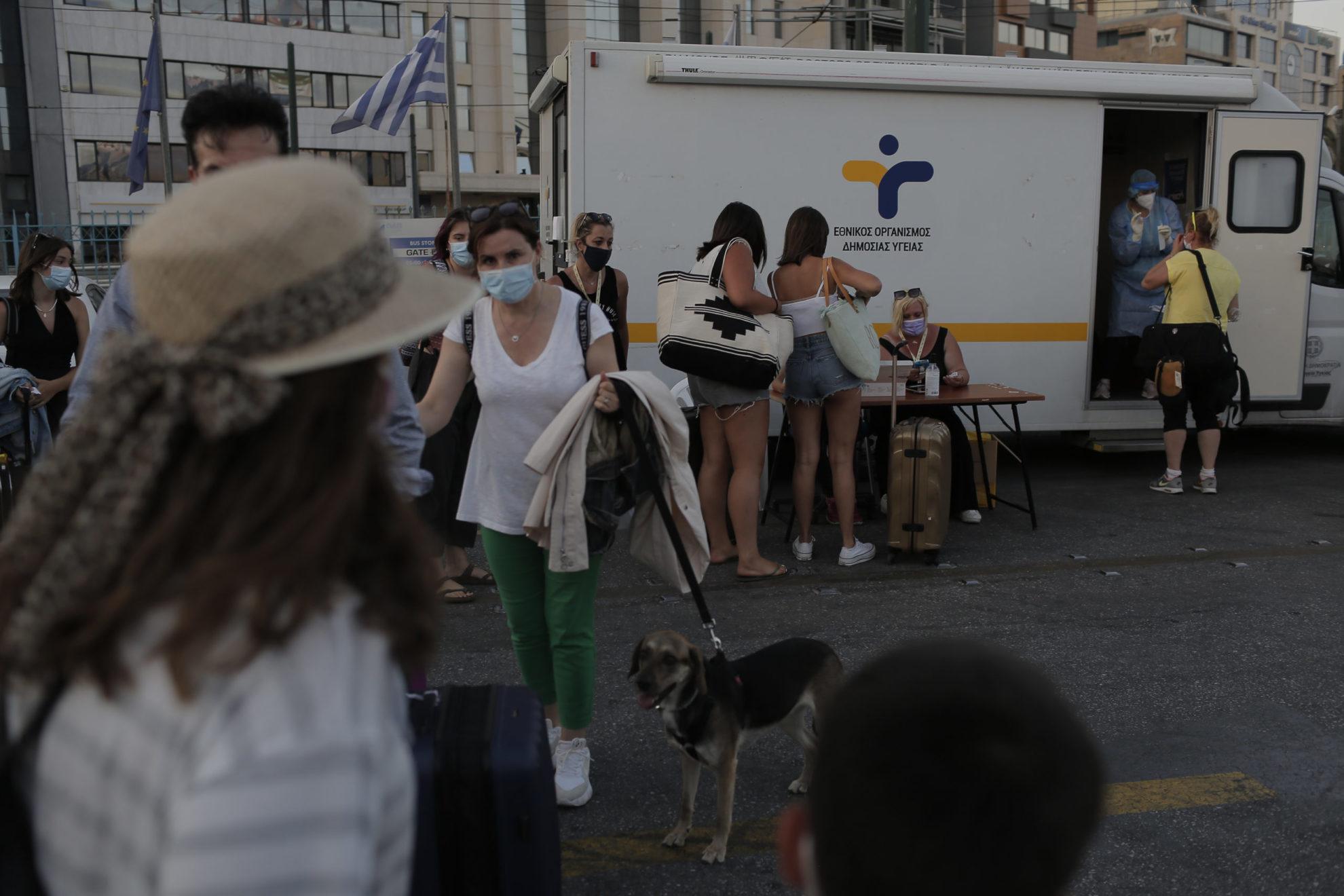 Κορονοϊός: Εκτίναξη κρουσμάτων στους νέους – Υπεύθυνη η μετάλλαξη Δέλτα