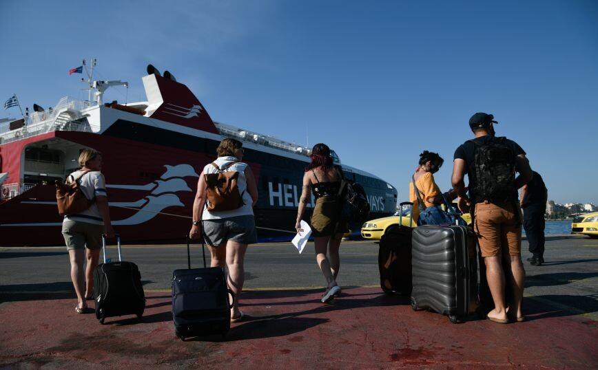 Όλα τα μέτρα που ισχύουν για μετακινήσεις στα νησιά με πλοίο ή αεροπλάνο – Χρήσιμος οδηγός για τα ταξίδια