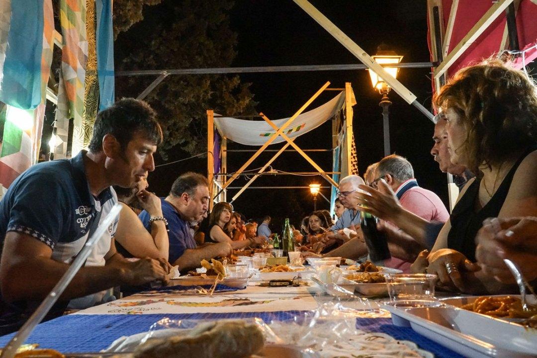 Cena comunitaria durante Crossings