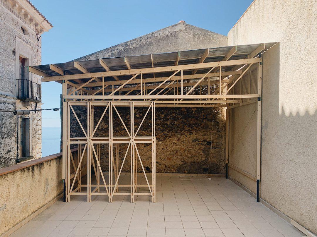 Struttura sul balcone realizzata durante il workshop