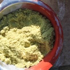 On le mélange avec du sulfate de fer...