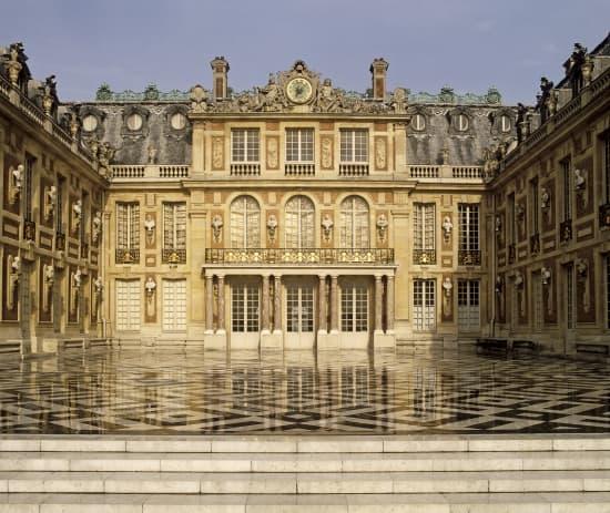 Encyclopdie Larousse en ligne  Chteau de Versailles cour de Marbre