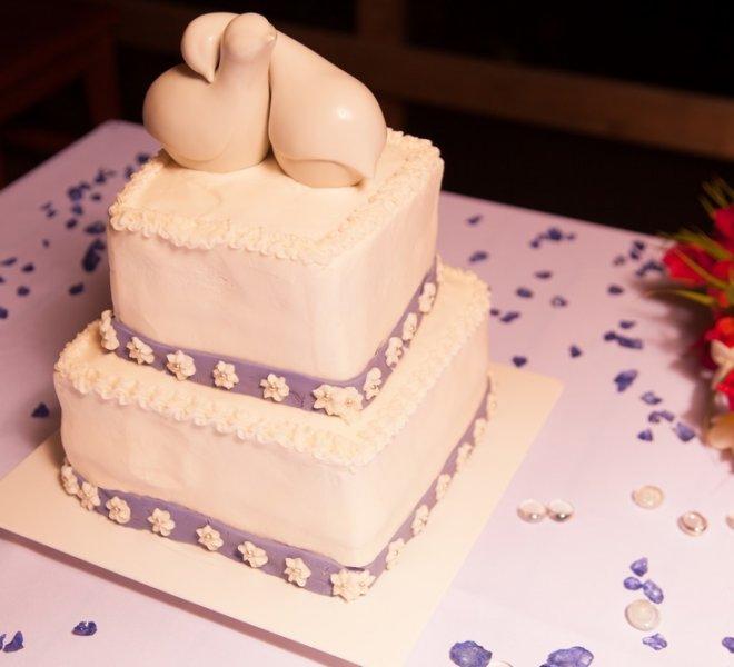 placencia-belize-beach-wedding-cake