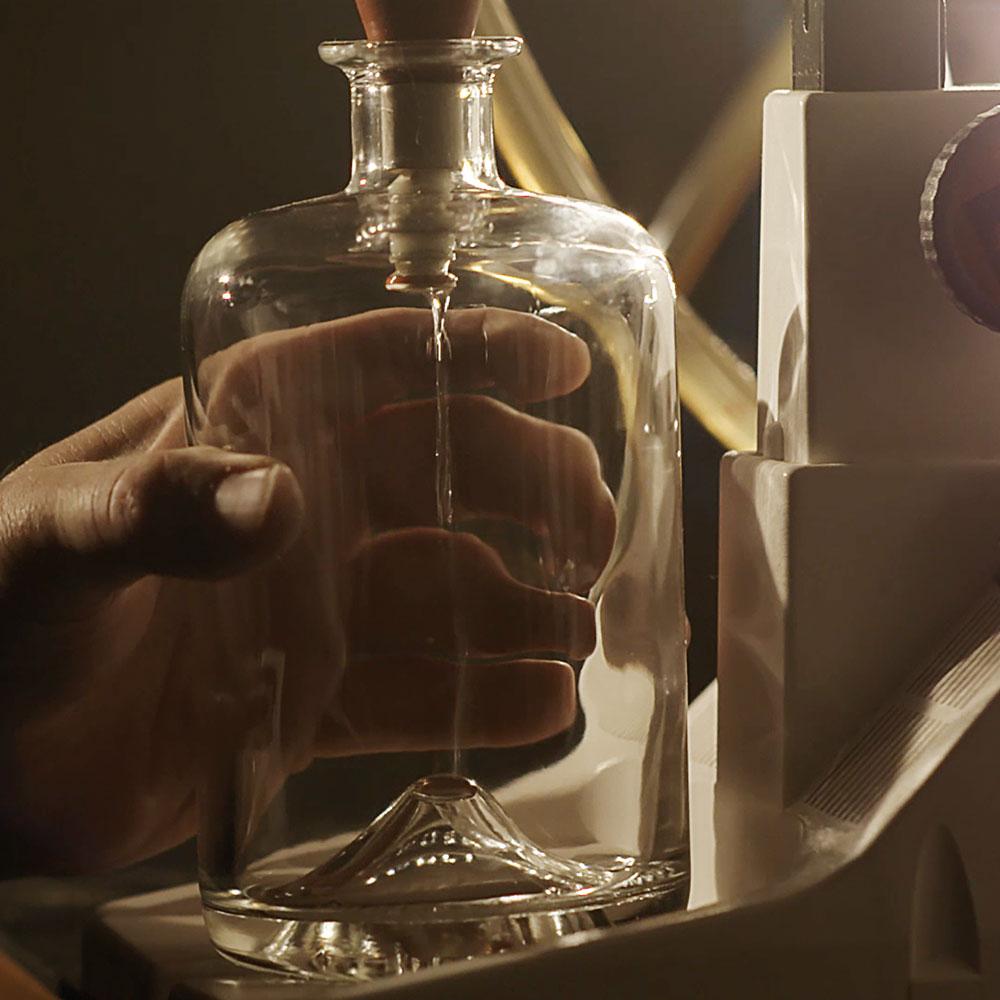 Remplissage d'une bouteille Larusée