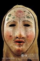 Der Wolfacher Röslehansel, eine Larve aus dem 18. Jahrhundert, weist erstaunliche Ähnlichkeit auf ....