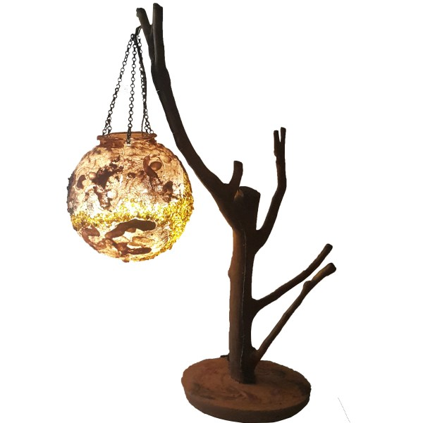 dekoratif ağaç masa lambası. Tasarım aydınlatma