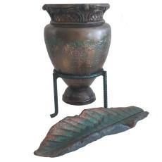dekoratif vazo ve yaprak tabak