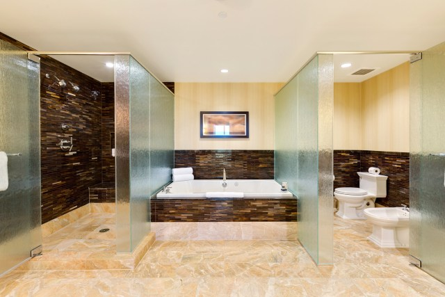Trump-Las-vegas-6005-lavish-bath